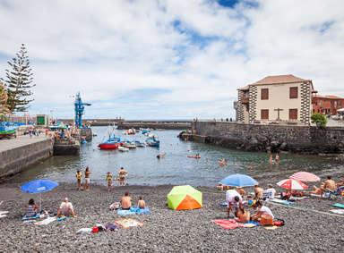 Hafen Puerto Pesquero und Casa de la Real Aduana